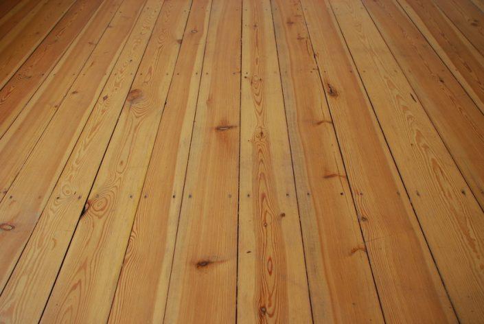 Holzdielen schleifen
